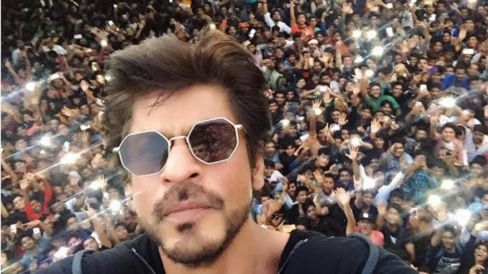 Shah Rukh Khan Bagikan Rahasia Awet Muda Di Usia 53 Tahun, Rutin Konsumsi 5 Makanan Ini !