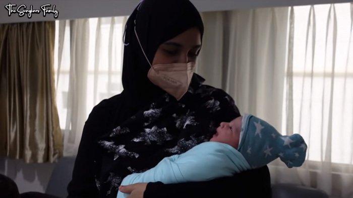 Irwansyah Kagumi Ketampanan Anak Pertamanya, Shireen Sungkar Gemas : Putih Kayak Kue Putri Salju