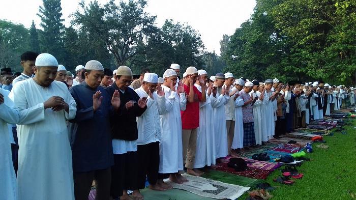 5 Kepala Daerah yang Perbolehkan Shalat Id di Masjid dan Lapangan, Bupati Karangayar Imami Langsung
