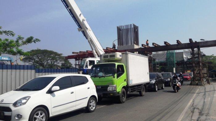 Contra Flow di Proyek Tol BORR, Jalan Sholeh Iskandar Bogor Macet
