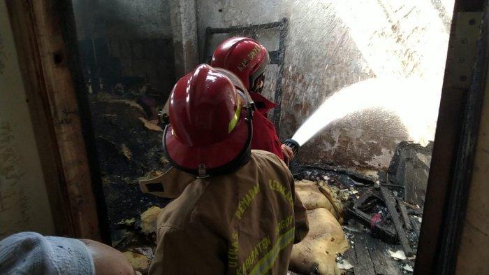 Si Jago Merah Lahap Gudang Sekolah Cendikia Baznas, Siswa Ikut Berjibaku Padamkan Api