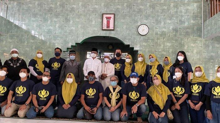 Pemerintah Kota (Pemkot) Bogor kembali menyerahkan simbolis bantuan hibah ke dua masjid yakni Masjid Ash-sholihin dan Masjid Al-Muttaqin, Minggu (8/5/2021).
