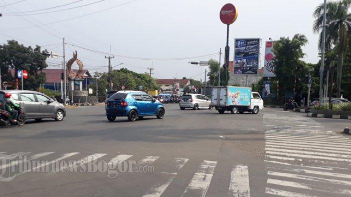 Simpang PDAM Cibinong Pagi Ini Dalam Kondisi Ramai Lancar
