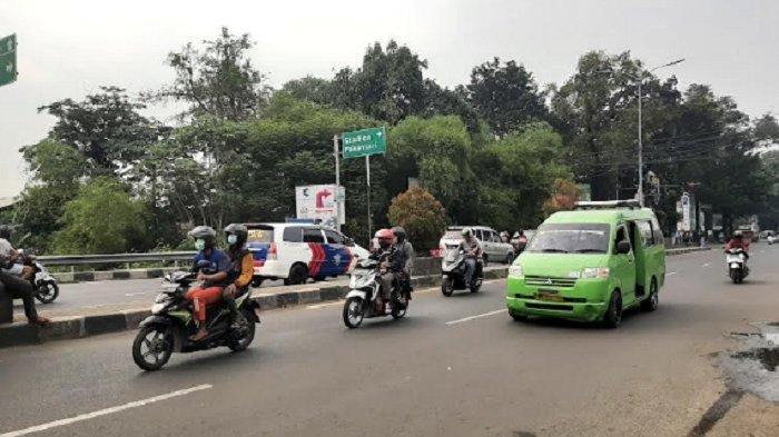 Arus Lalu Lintas di Simpang Cibinong City Mall Lancar Tanpa Hambatan, Cuaca Berawan
