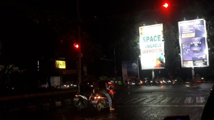 Pasca Diguyur Hujan, Lalu Lintas Kendaraan di Simpang CCM Cibinong Malam Ini Ramai Lancar