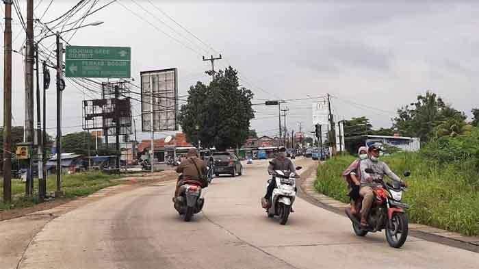 Arus Lalu Lintas di Simpang Jalan Raya Bambu Kuning Lancar Tanpa Hambatan di Kedua Arah