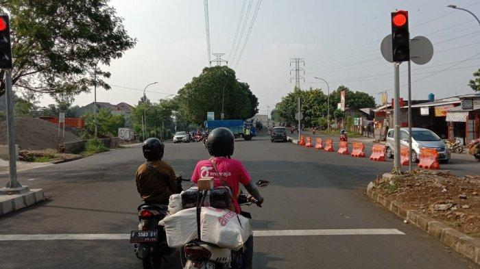 Banyak Pengendara Terobos Perboden, Jalur Simpang Jembatan Ceger Bogor Dilakukan Rekayasa Lalin