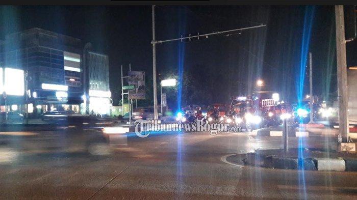Lalu Lintas Di Simpang MCD Yasmin Kota Bogor Malam Ini Ramai Lancar