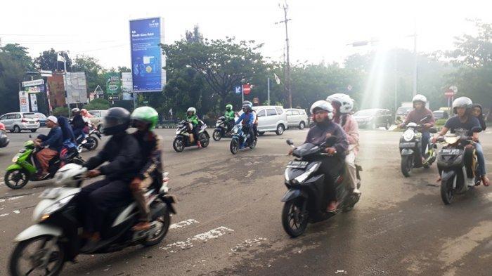 Kondisi Lalu Lintas di Simpang PDAM Cibinong Pukul 17.30 WIB