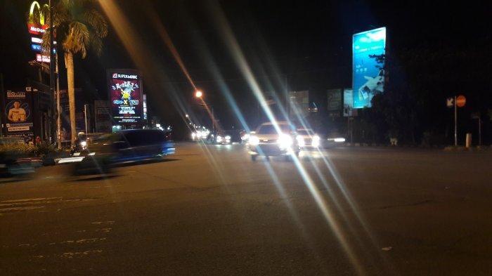 Kondisi Lalu Lintas di Simpang PDAM Cibinong Bogor Malam Ini