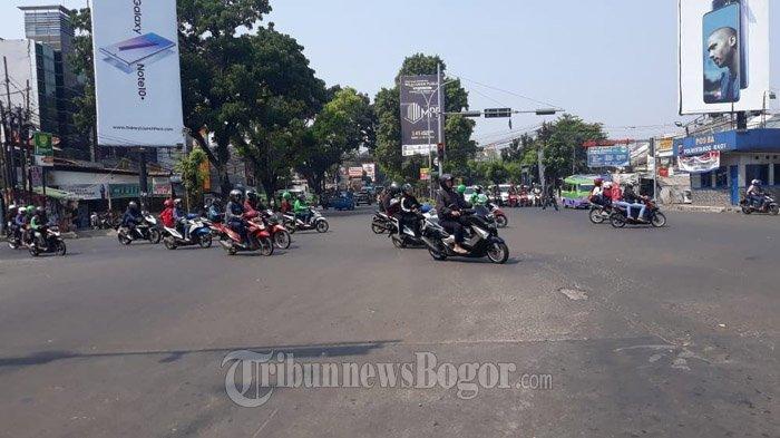 Laju Kendaraan di Simpang Plaza Jambu Dua Pagi Ini Ramai Lancar ke Semua Arah