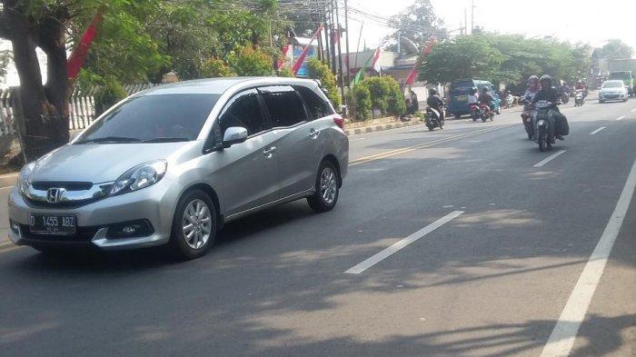 Laju Kendaraan di Jalan KS Tubun Pagi Ini Lancar Tanpa Hambatan