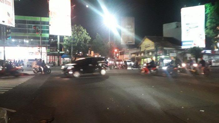 Lalu Lintas di Simpang Warung Jambu Malam Ini Ramai Lancar
