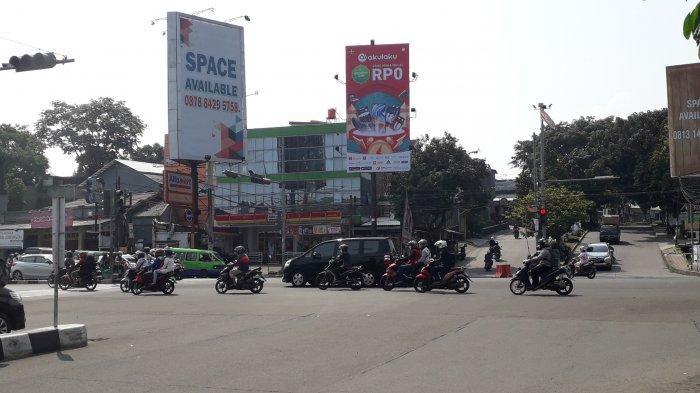 Cuaca Cerah, Lalu Lintas Kendaraan di Simpang Warung Jambu Kota Bogor Ramai Lancar