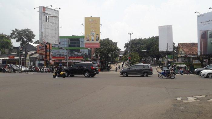 Arus Lalu Lintas Kendaraan di Simpang Warung Jambu Saat Ini Ramai Lancar Jelang Siang Hari