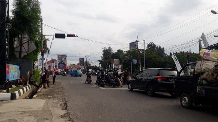 Pukul 17.00 WIB, Simpang PDAM Cibinong Kabupaten Bogor Lancar