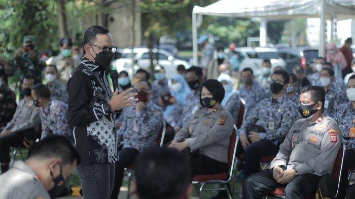 Forum Komunikasi Pimpinan Daerah (Forkopimda) Kota Bogor menggelar simulasi PPKM Mikro yang dihadiri lurah dan camat se-Kota Bogor di Halaman Bakorwil, Jalan Ir. H. Juanda, Kota Bogor, Jumat (5/3/2021).