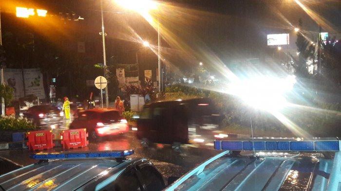 Kawasan Puncak Bogor Diguyur Hujan Deras Malam Ini, One Way Diberhentikan Pukul 19.00 WIB