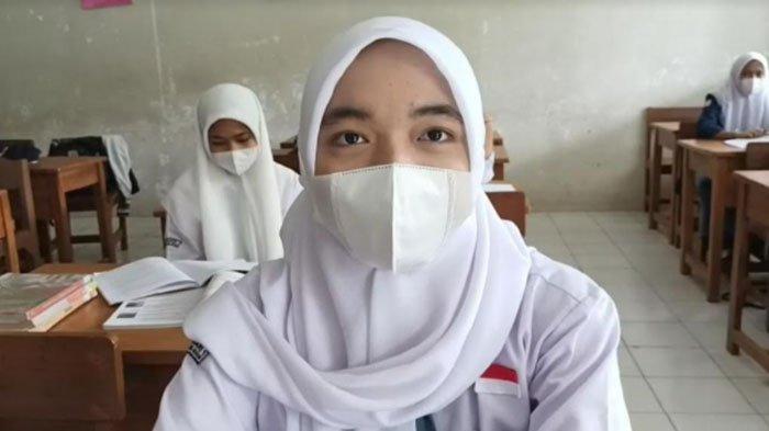PTM Kembali Dilaksanakan, Siswi SMAN 1 Cibungbulang Antusias: Jadi Lebih Mengerti Pelajaran