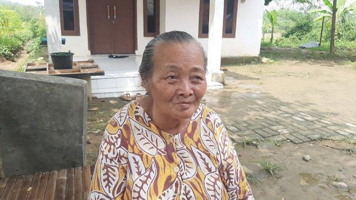 Kampungnya Diterjang Banjir Bandang, Nenek Siti Ogah Dievakuasi