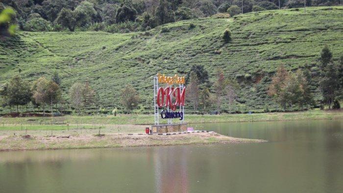 Situ Talaga Saat, wisata yang berlokasi di Kelurahan Tugu Utara, Kecamatan Cisarua, Kabupaten Bogor.