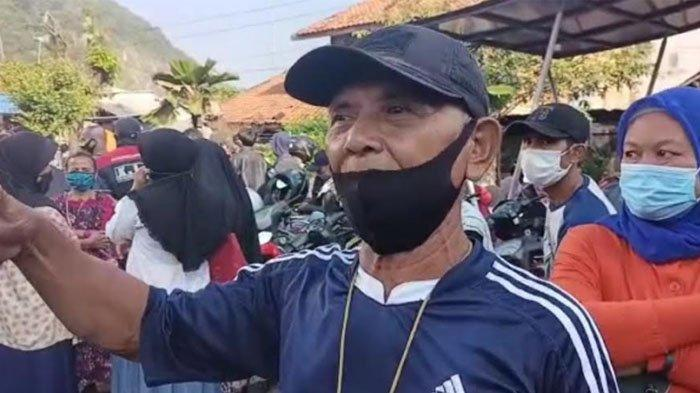 Pencairan BPUM di Ciampea Bogor, Warga Saling Dorong, Sudah Datang Sejak Sahur