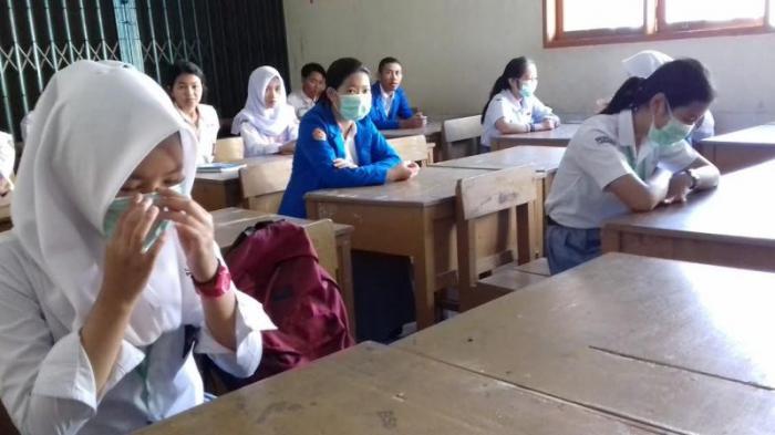 'Diganggu' Kotoran Sapi Kepsek SMK Bhakti Insani Tagih Janji Bima Arya