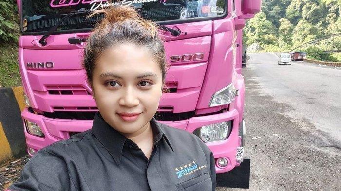 Kenalan Sama Devi Nuraisyah Stephani, Mantan Pegawai Kantoran yang Kini Jadi Sopir Truk Cantik