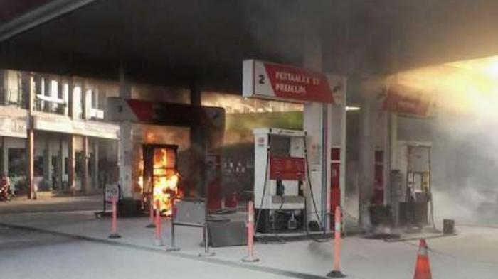 Pom Bensin Kebakaran Karyawan Berlarian - TribunnewsBogor