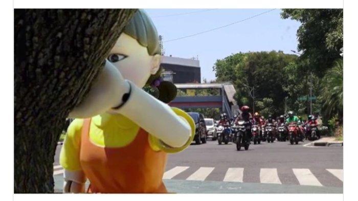 Viral Video Boneka Squid Game Ada di Lampu Merah Surabaya, Ini Kata Dishub