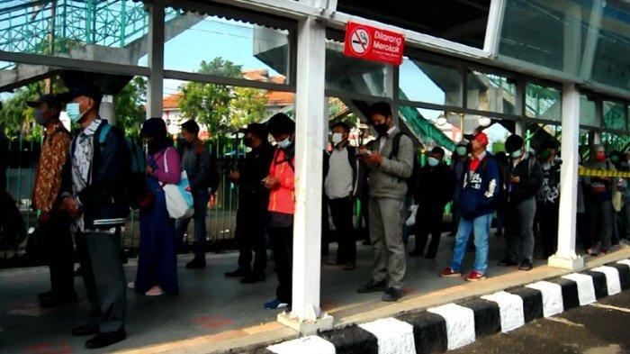 Antrean Penumpang Di Stasiun Bogor Kembali Mengular, Protokol Kesehatan Tetap Diterapkan