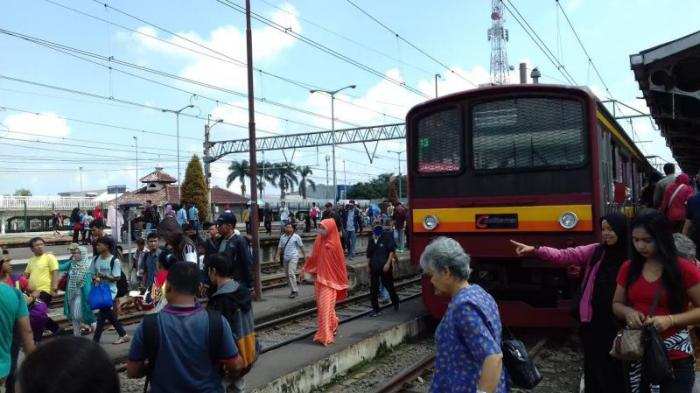 Perjalanan KRL Menjelang Masuk Stasiun Manggarai Terganggu, Penyebabnya Ada Tawuran