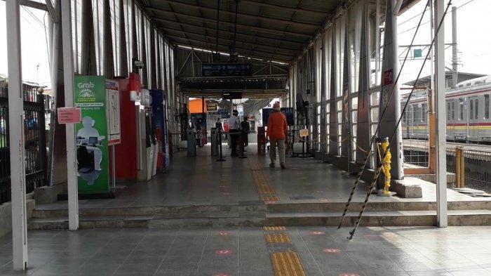 DKI Jakarta PSBB Total, Stasiun Bojonggede Bogor Sepi Antrean Penumpang