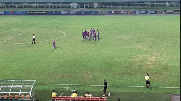 Persik Kediri Vs Borneo FC Tanding di Stadion Pakansari, Pemain Cadangan Dilarang Berkerumun