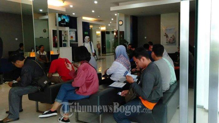 Bank Mandiri Djuanda Bogor Diserbu Nasabah Pasca Eror, Pasang Tulisan Ini di Pintu