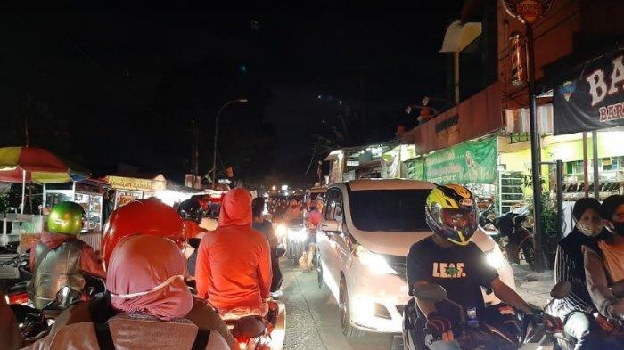 Malam Ini Jalan Raya Citayam Tersendat di Simpang Pos Polisi