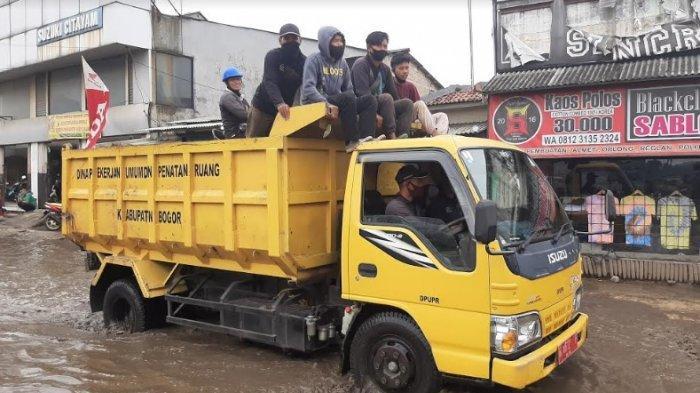 Truk PUPR Mendadak Balik Lagi saat Akan Tambal Jalan Rusak di Bojonggede, Ini Penyebabnya