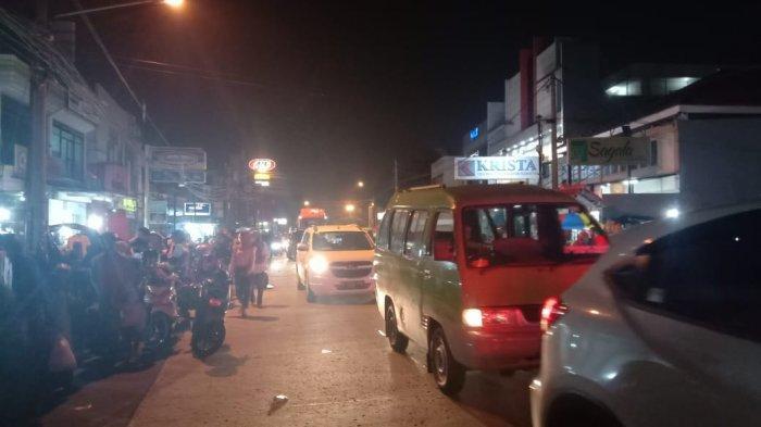 Malam Takbiran, PKL Jalan Merdeka Ramai Didatangi Pembeli