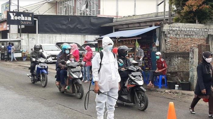 Melintas Jalan Bojonggede, Pengendara yang Tak Pakai Masker Dipaksa Putar Balik