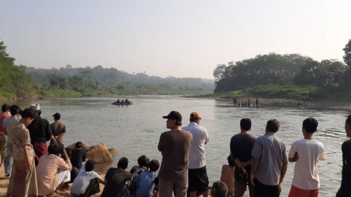 BREAKING NEWS - 5 Remaja Bogor Hilang Terbawa Hanyut Aliran Sungai Cisadane