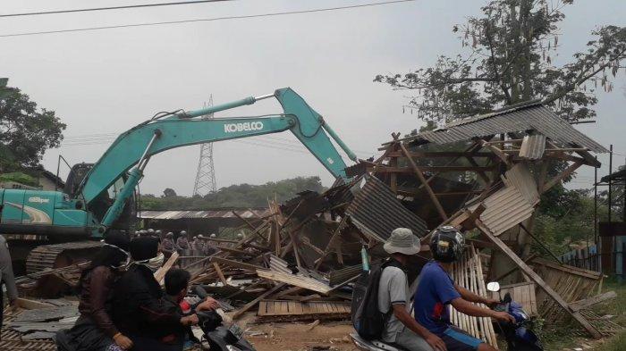 Suasana proses eksekusi lahan di Desa Iwul, Kecamatan Parung, Kabupaten Bogor, Kamis (10/9/2020