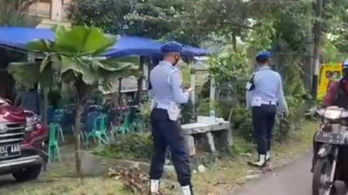 Suasana Kediaman Pilot Pesawat Rimbun Air di Bogor, Kerabat dan Tetangga Berdatangan