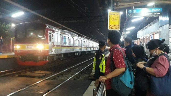 Sempat Gangguan Karena Disambar Petir, KRL Jurusan Bogor-Angke Kembali Normal