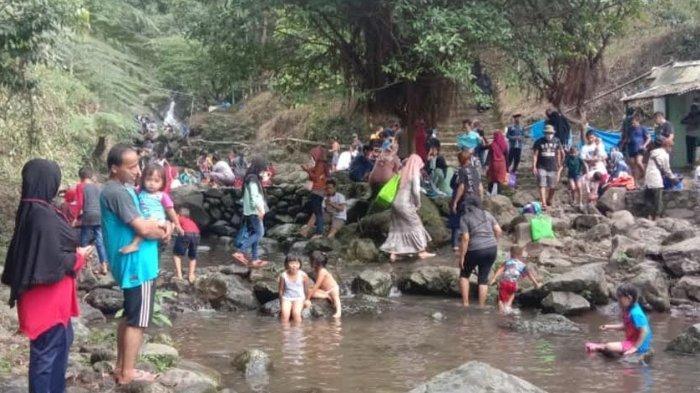 Akhir Pekan, Curug Nangka Bogor Ramai Wisatawan Main Air