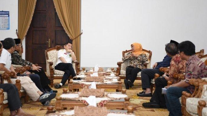 Plt Ketum PPP Temui Khofifah saat Berkunjung ke Jawa Timur