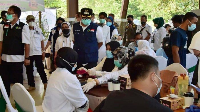 Pelaku Usaha Pariwisata Kabupaten Bogor yang Disuntik Vaksin Kini Ditambah Lagi 2.200 Orang