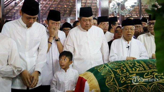 Doa SBY Sebelum Ani Yudhoyono Meninggal Dunia, Semua Mengamini-Tangis SBY Pecah di Pusara Istri
