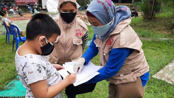 Puluhan warga Perumahan Griya Katulampa, Bogor Timur, Kota Bogor, pagi ini, Rabu (17/4/2021) kembali melakukan swab antigen dan PCR.