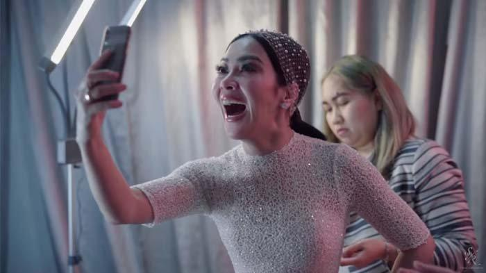 Reino Barack Tak Malu Tunjukkan Ekspresi Aneh di Depan Kamera, Syahrini Iri : Enak Banget Hidupnya