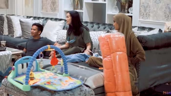 Datang ke Rumah Iis Dahlia, Nadya Mustika Kaget Dapat Kejutan Hadiah untuk Sang Buah Hati : Makasih